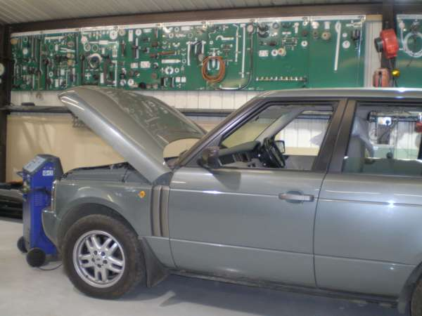 3e169a45 f air suspension fault discovery 3, land rover discovery revies and Blue Sea Fuse Box at gsmportal.co